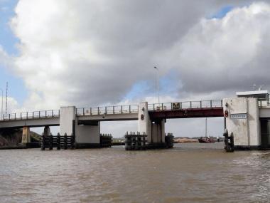 Statenvragen over veiligheid nieuwe brug Dronryp